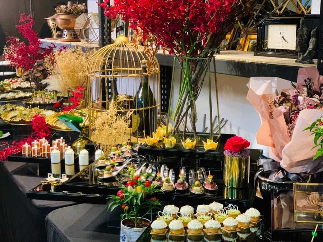 圖二、法國當代餐會以餐點搭配擺設陳列,創造出截然不同的氛圍